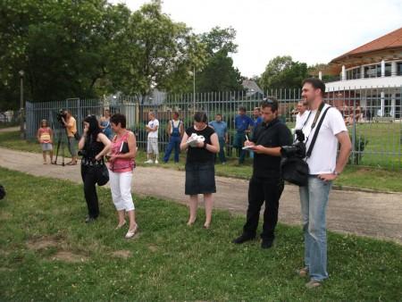 Úszó alkalmatlanságok tréfás vetélkedője és ''Tó parti Bogrács party'' Sunshine módra