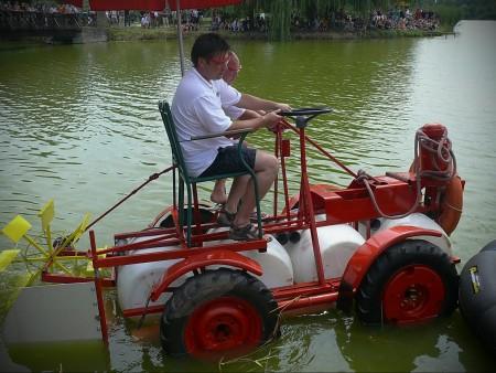 Úszó alkalmatlanságok tréfás vetélkedője és ''Tó parti Bogrács party'' SZON módra